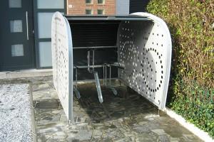 Een houten fietsenstalling voor weer en wind